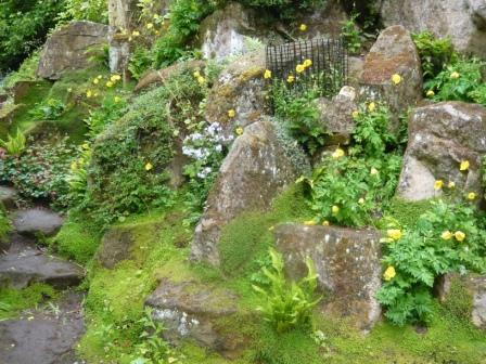 making a rock garden or rockery gardeners tips. Black Bedroom Furniture Sets. Home Design Ideas